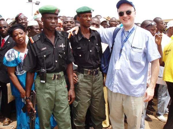 Baltasis velnias Nigerijos policininkams atnešė korupciją.