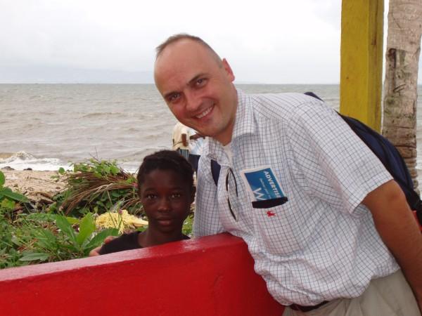 Giedrius Drukteinis ir nešlifuotas Siera Leonės deimantas.