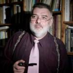 Alfredas Bumblauskas – kartu su kolega profesorium Edvardu Gudavičium išpopuliarino kritinį žvilgsnį į Lietuvos istoriją ir, atremdinėdamas kaltinimus populizmu ir popsizmu, šiurpina uolumu VU Istorijos fakulteto studentus.